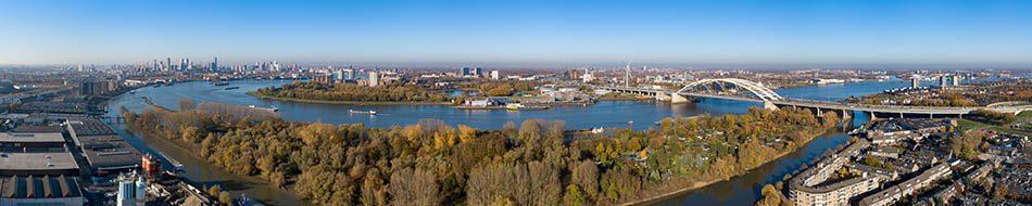 Rotterdam gezien vanaf Eiland van Brienenoord
