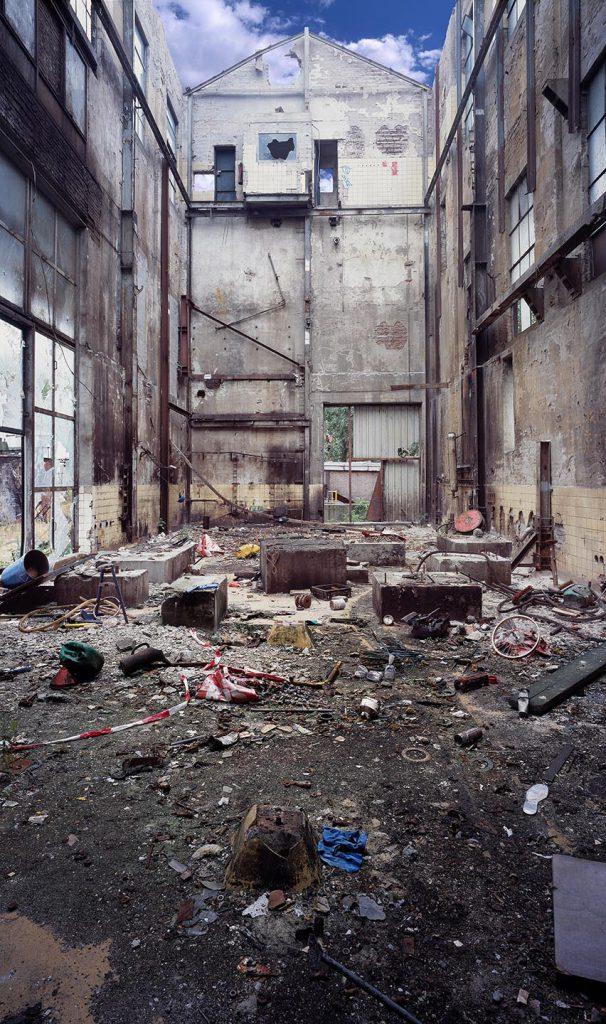 lege fabriek zonder dak