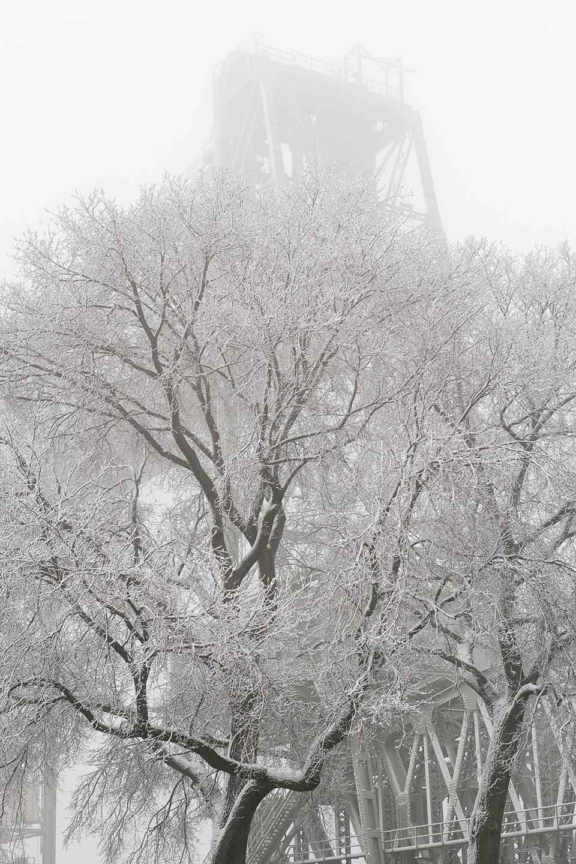 De hef in rotterdam in de sneeuw gefotografeerd