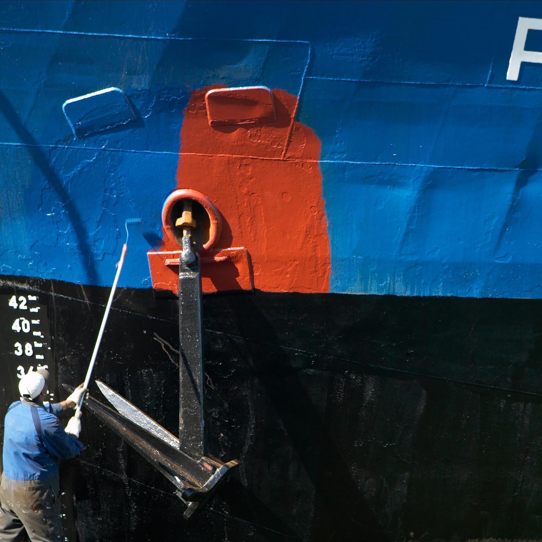 schilder verft boot blauw